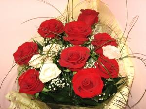 Czerwone róże w bukiecie